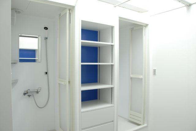 Men's shower room